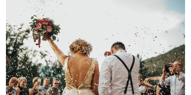 Как да допълним подаръка за сватба със съвършеното послание