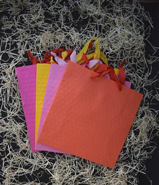 Подаръчна торбичка релефна на точки