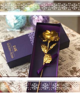 Златна роза в кутия