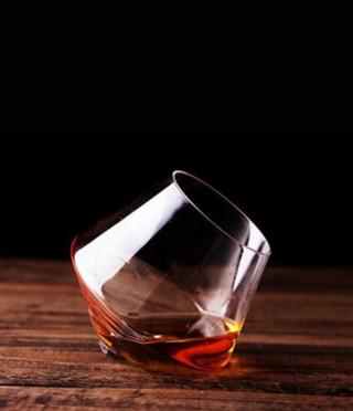 Стилна чаша за уиски пумпал