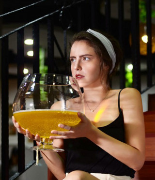 Гигантска чаша за бира