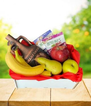 Подаръчна щайга с плодове и вино зодиак