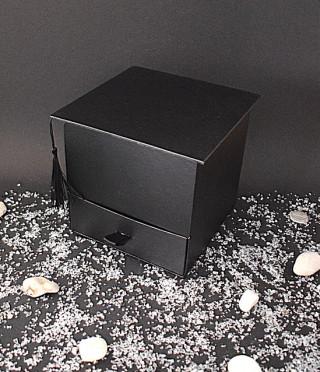 Подаръчна квадратна кутия за дипломиране