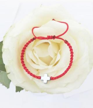 Гривна с червен конец и кръстче от естествен камък хематит за деца