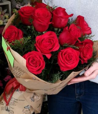 Букет от 11 червени рози