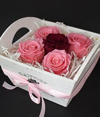 Кашпа с вечни рози Романтична среща