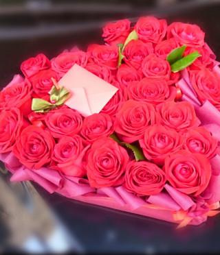 Аранжировка сърце с 29 червени рози