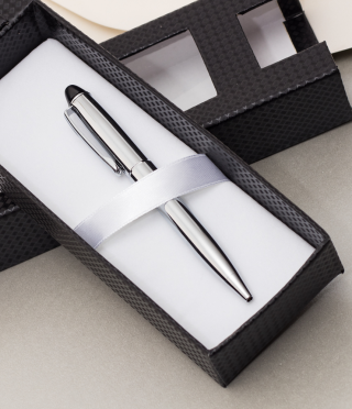 Гравирана компактна химикалка в луксозна кутия