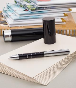 Гравирана луксозна химикалка в черен тубус