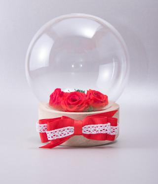 Вечни рози в стъкленица