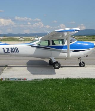 Полет със самолет над язовир Искър