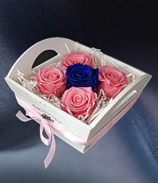 Кашпа с вечни рози Приказка