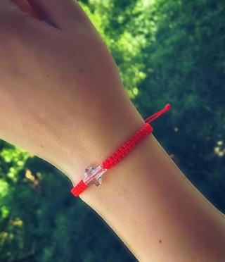 Амулет гривна с червен конец и дизайнерско кристално кръстче за жена