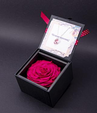 Луксозна вечна роза с бижу сърце