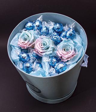 Just for you Blue вечни рози и бонбони