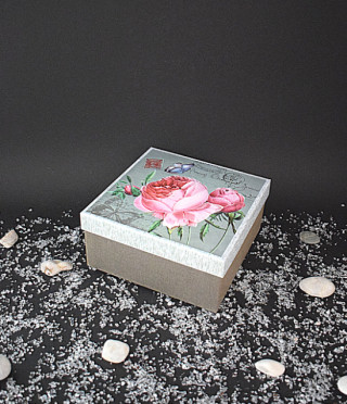 Квадратна кутия винтидж роза