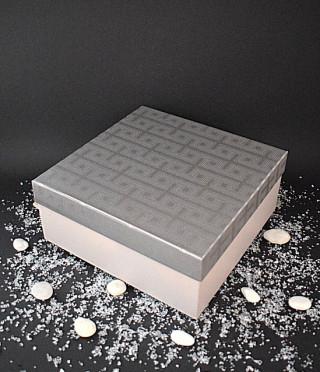 Кутия със сребърен капак