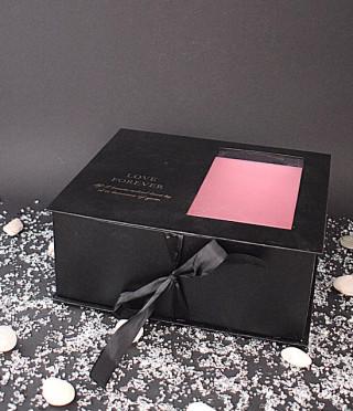Луксозна черна правоъгълна кутия с прозрачна част
