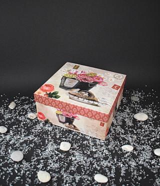 Квадратна кутия винтидж цветя