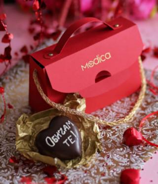 Червена чанта с шоколадово 3D сърце