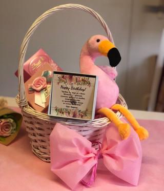 Идеалният подарък за момиче - кошница Фламинго