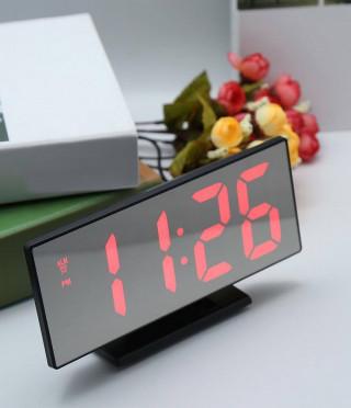 Настолен часовник с LED дисплей