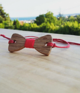 Bracelet made of wood ribbon
