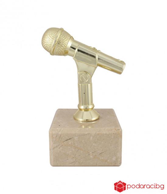 Фигура микрофон с гравирана табелка