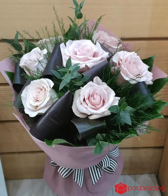 Букет 7 къси рози