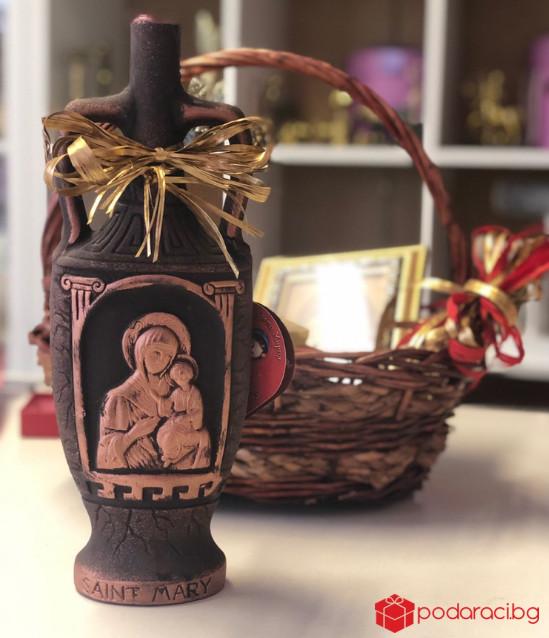Подаръчна кошница Дева Мария с колие Дева Мария