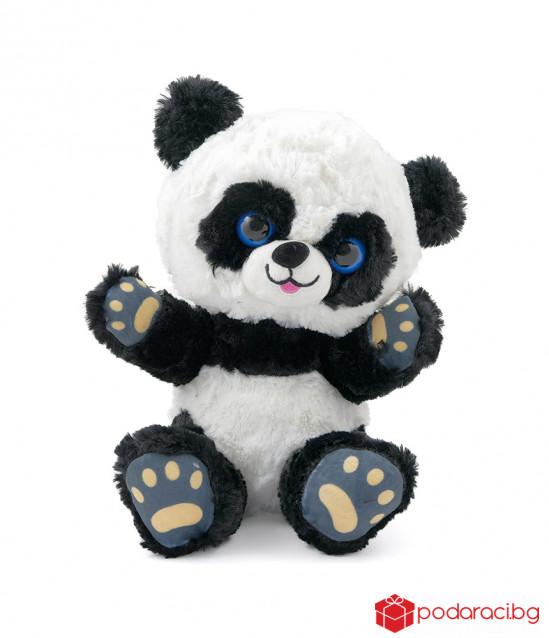 Плюшена панда със сини очи