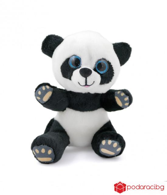 Плюшена панда със стъклени очи