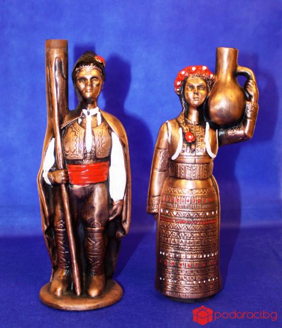 Бутилка вино Български фолклор, жена