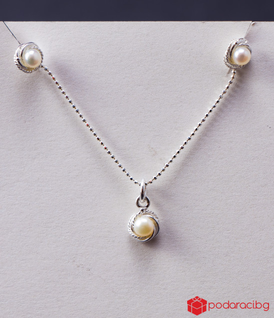 Silver Pearl set with necklace and earrings