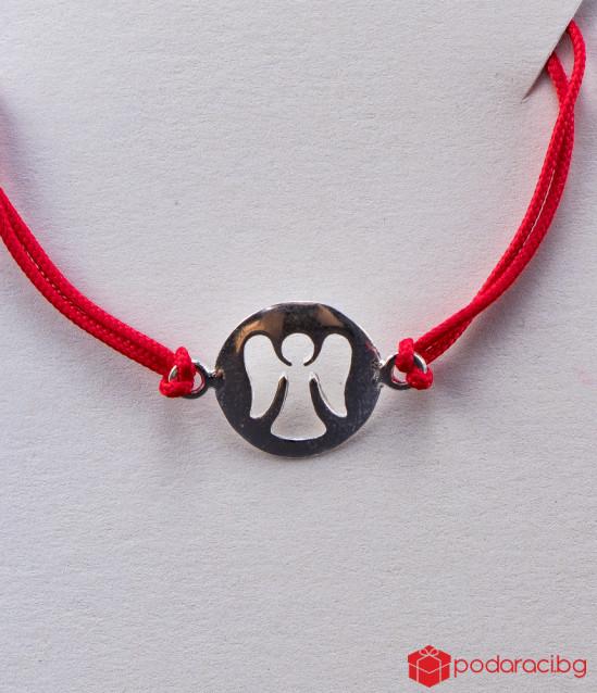 Дамска гривна с червен конец и сребърно ангелче
