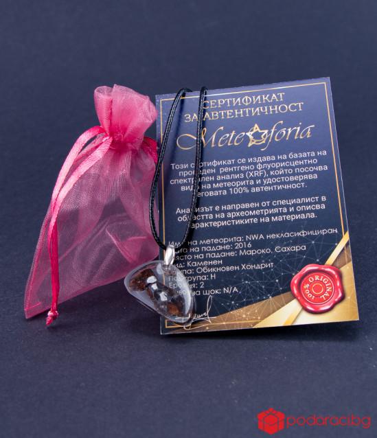 Медальон овал с парченце истински метеорит