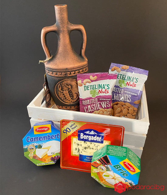 Gift crate with cheese and wine zodiac