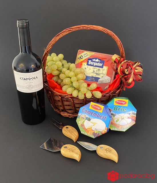 Подаръчна кошница Wine and Cheeses