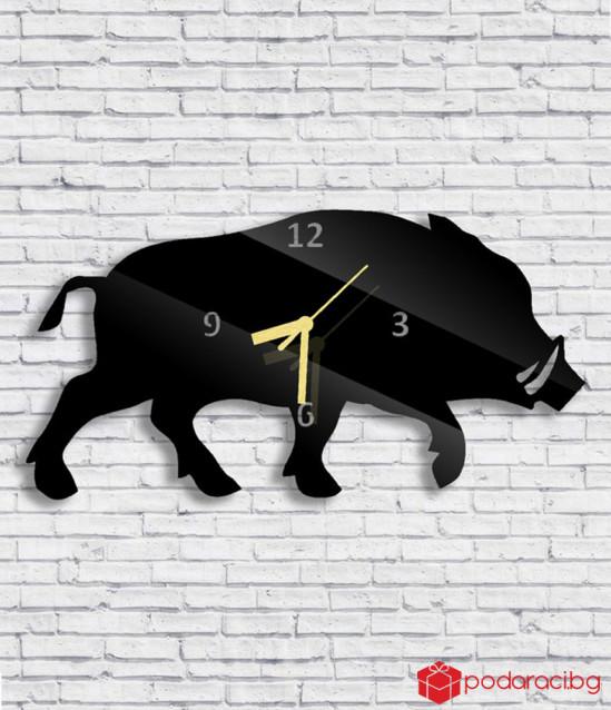 Стенен часовник с глиган