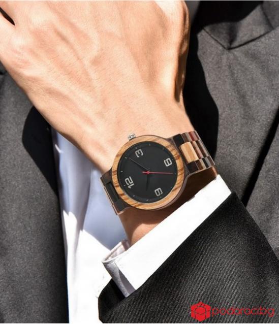 Стилен мъжки часовник от дърво