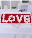 Ароматизирани рози в кутия с текст LOVE