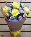 Букет с рози и мини рози