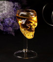 Стъклена чашa череп за вино