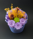 Цветна аранжировка с бледолилави вечни рози