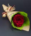 Букетче с едноцветна вечна роза