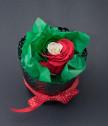 Вечна роза България във винтидж кашпа