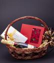 Подаръчна кошница MOET и вечни рози