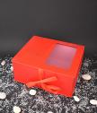 Луксозна червена правоъгълна кутия с прозрачна част