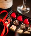 Кутия с 12 бр шоколадови бонбони LOVE